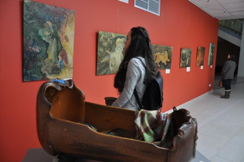 В ДВФУ открылась художественная выставка «Легче сказанного»