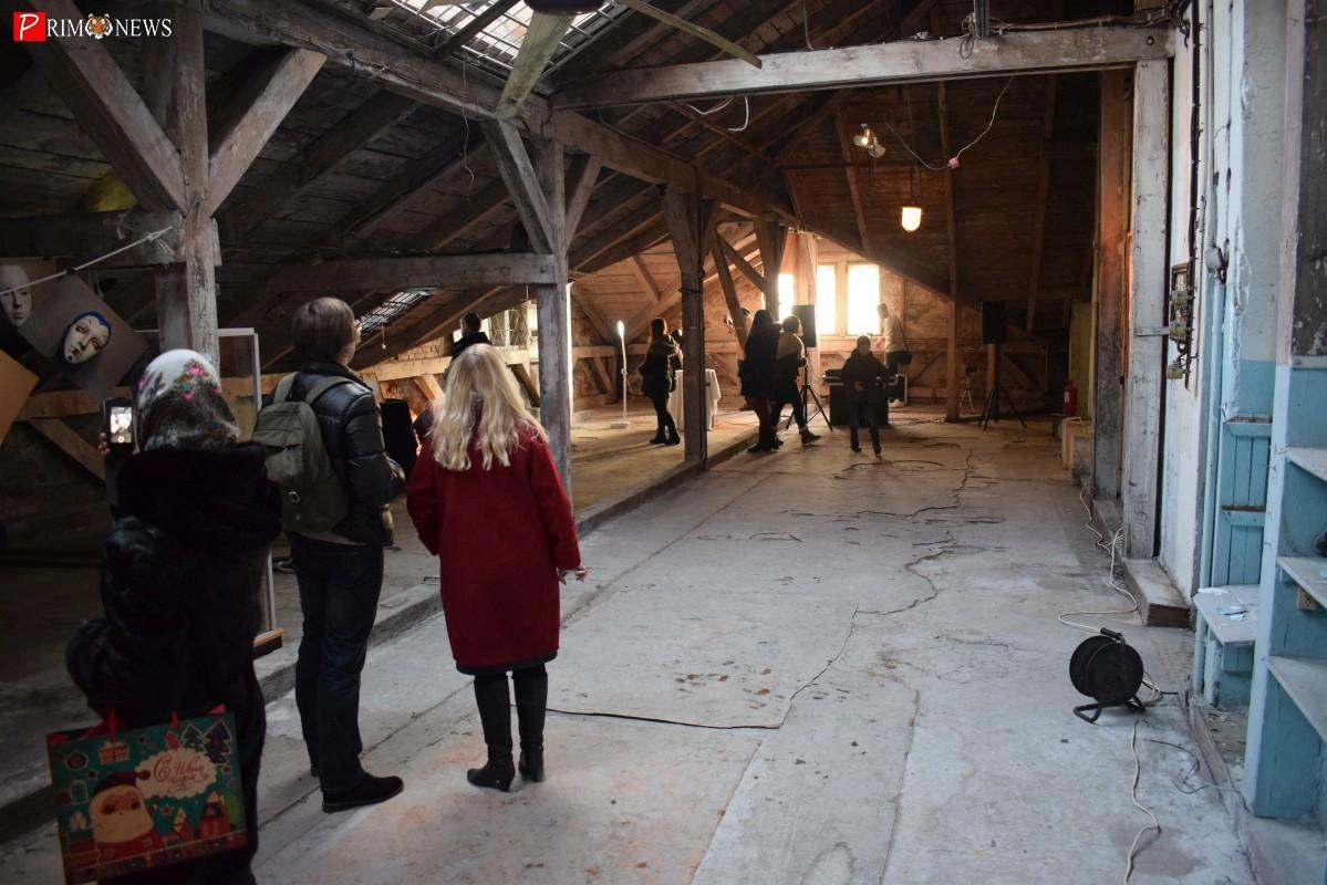 Во Владивостоке показали, как молодые художники справляются с цейтнотом