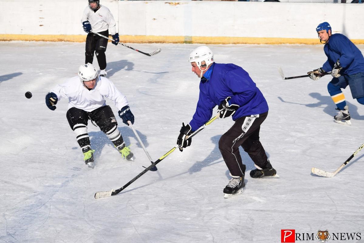 Во Владивостоке в седьмой раз стартовал городской турнир по дворовому хоккею