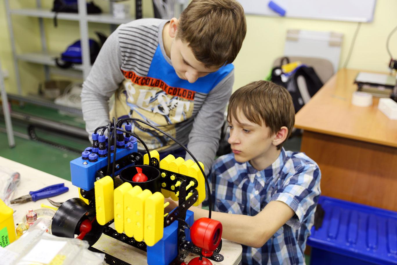 Директор владивостокского «Центра развития робототехники» выиграл всероссийский конкурс «Лучшие практики наставничества»