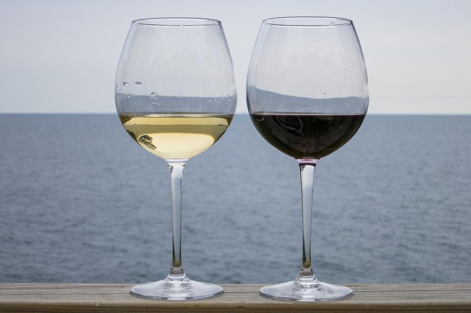 Во Владивостоке открылся винный бар «Невинные радости»