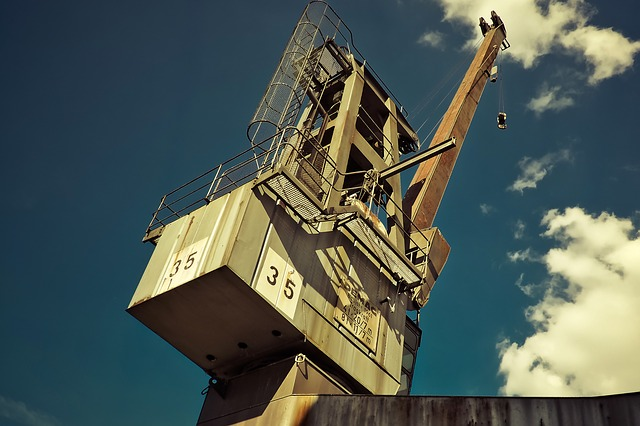 Электромонтажник и работник порта погибли в Приморье