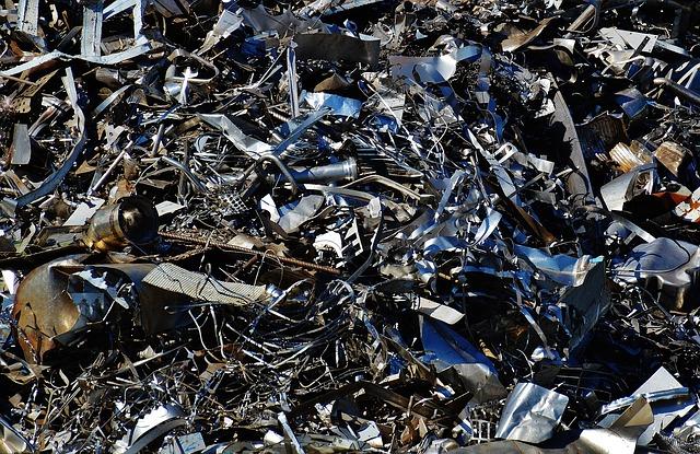 Жители Уссурийска пожаловались на громадную свалку токсичных отходов