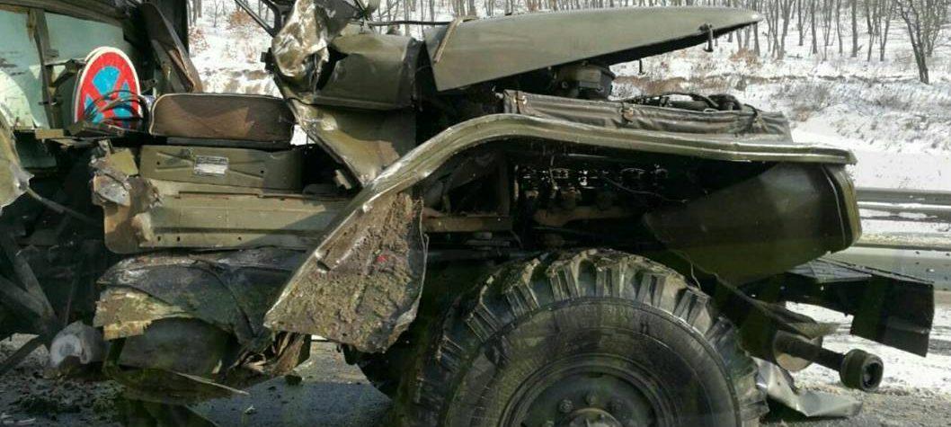 В Приморье столкнулись рейсовый автобус, лесовоз и бензовоз