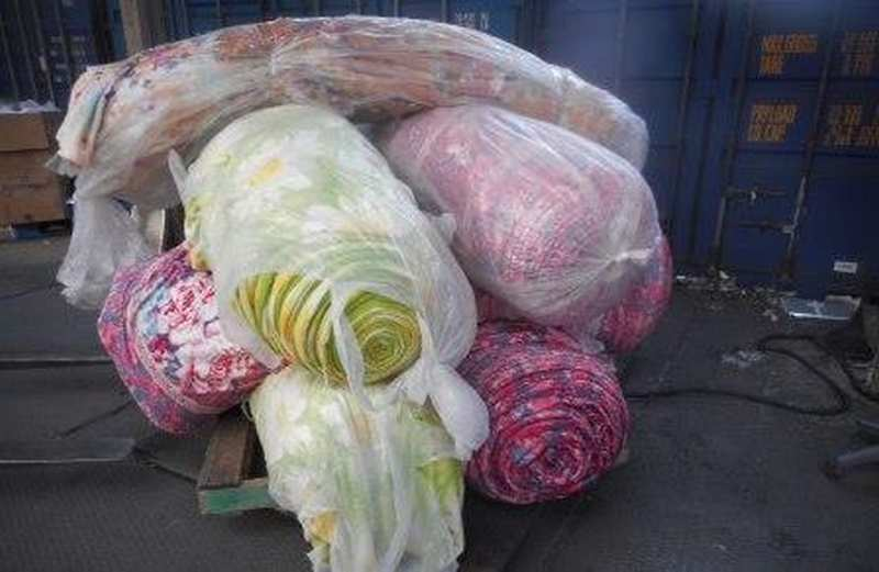 На Владивостокской таможне задержали 40 тонн пледов