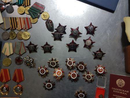 Гражданин КНР пытался незаконно вывезти из Приморья 42 награды советских времён