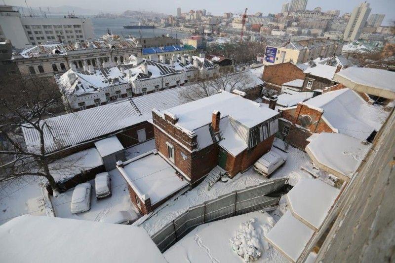 Во Владивостоке начали сносить самострой у дома Элеоноры Прей