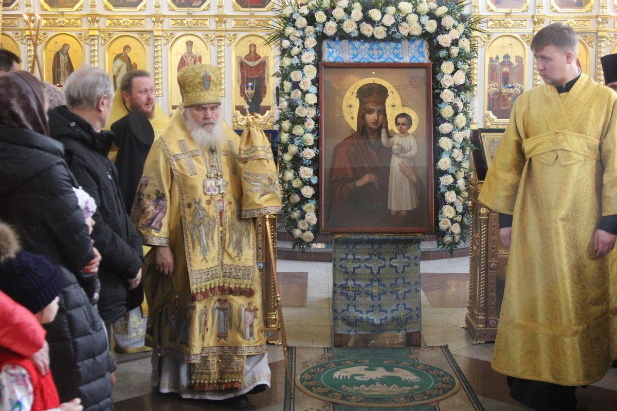Чудотворную икону Божией Матери «Призри на смирение» доставили во Владивосток