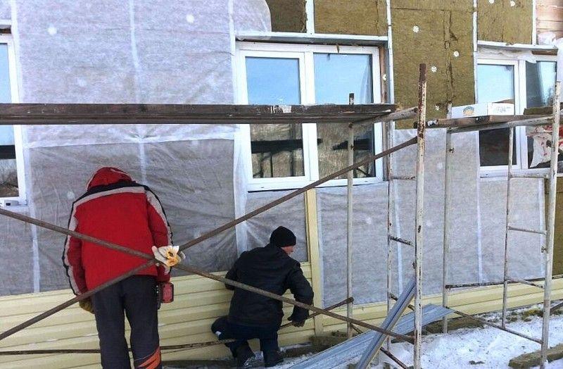 В приморском посёлке Светлая утеплили школу, не прерывая учебного процесса
