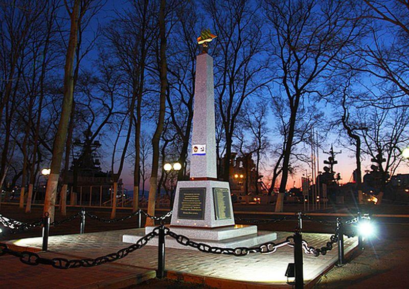 Во Владивостоке открыли памятник командованию ТОФ, погибшему в авиакатастрофе