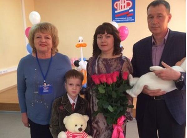 В Уссурийске вручили юбилейный сертификат материнского капитала