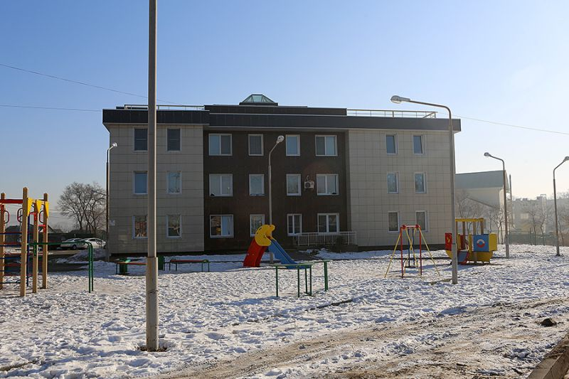 Во Владивостоке построили пять домов для переселенцев из аварийных бараков