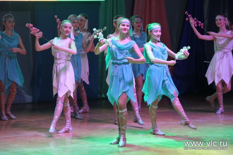 Во Владивостоке прошёл 16-й открытый театральный фестиваль «Живи, театр – восьмое чудо света!»