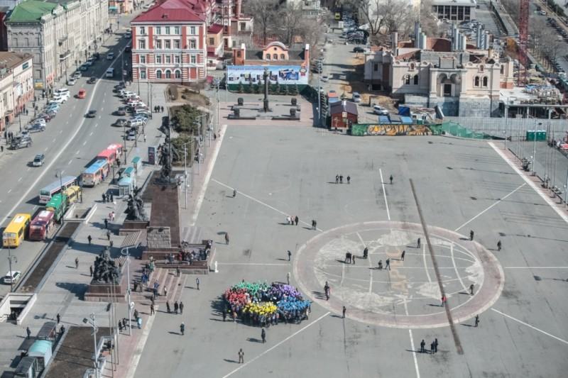 Всемирный фестиваль молодёжи и студентов приморцы поддержали уличной акцией