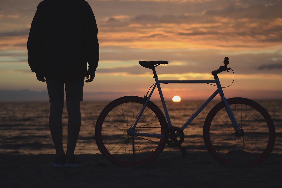 Швейцарцы, немцы и австрийцы отправились из Санкт-Петербурга во Владивосток на велосипедах