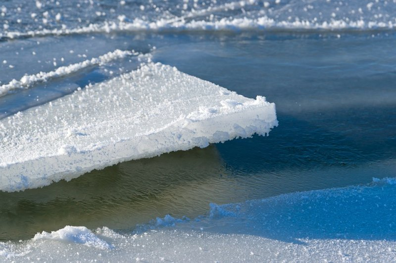 В Приморье на реке внедорожник ушёл под лёд
