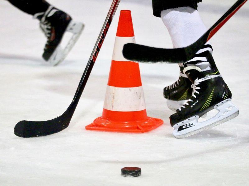 Хоккеисты «Адмирала» устроили праздник хоккея в Приморском посёлке Лозовом