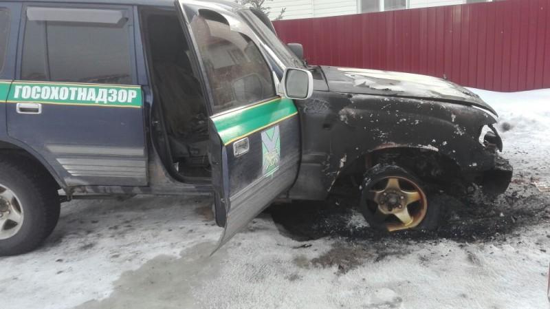 В Приморье пострадали двое инспекторов охотнадзора: одному сломали ногу, а другому сожгли автомобиль