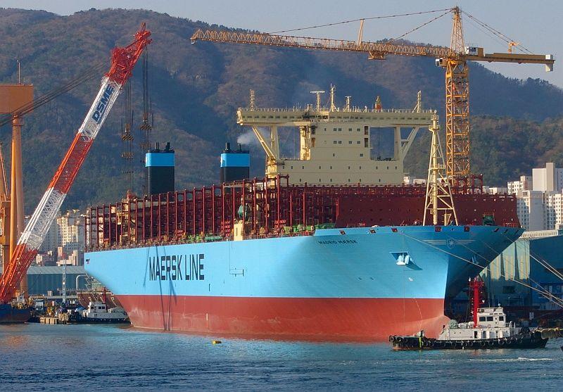 К берегам Приморья подошёл крупнейший в мире контейнеровоз