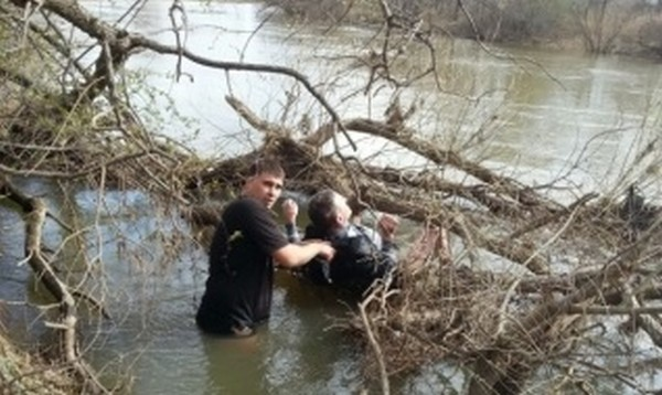Приморец спас человека в ледяной воде