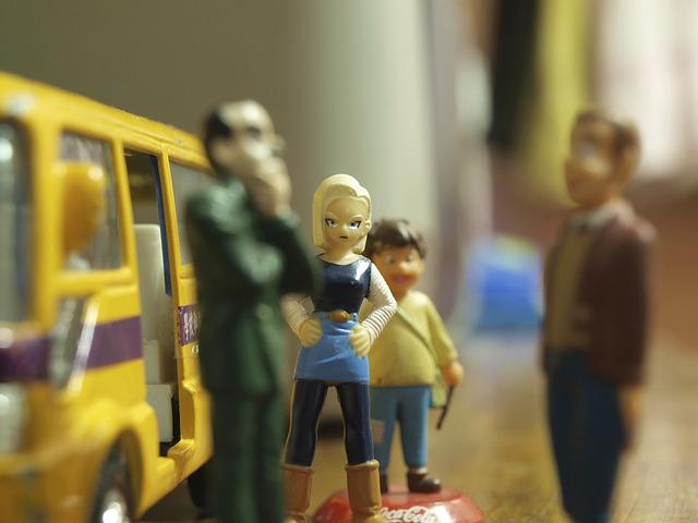 Очевидцы: в Приморье сельский врач ездит на работу, сидя на полу в маршрутном автобусе