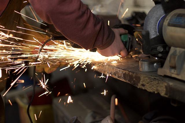 В Приморье резко возрос спрос на сотрудников «с руками»
