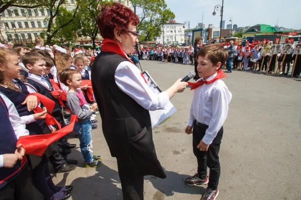 В Приморье 95 новых ребят пополнили ряды красногалстучной пионерии