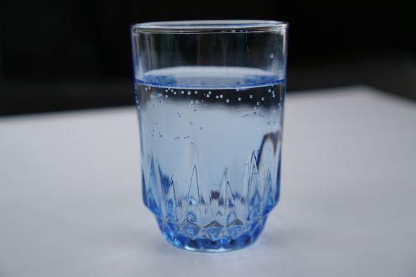 Стакан воды, вода