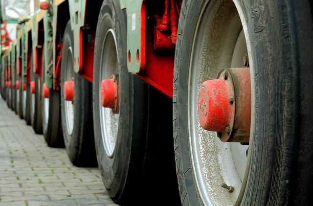 В Приморье грузовик протаранил административное здание