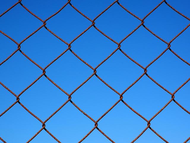 В Приморье в прокуратуру пожаловались на опасную стройку
