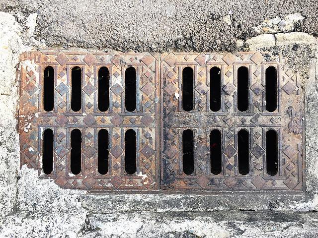На ремонт системы ливневой канализации по улице Чапаева во Владивостоке выделили 7,4 млн рублей