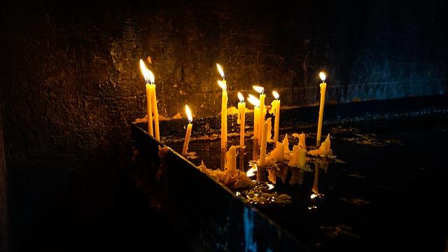 В Уссурийске православному храму вернули сорванный ветром купол