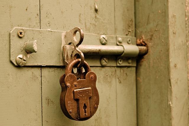 В Приморье мужчину обвинили в изнасиловании 78-летней женщины
