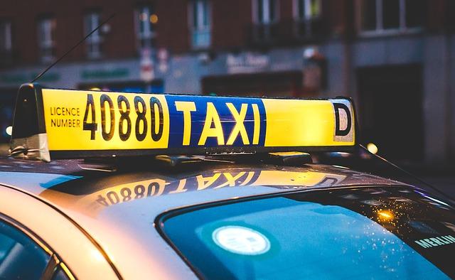 Жители Владивостока пожаловались на проблемы с такси из-за нового закона