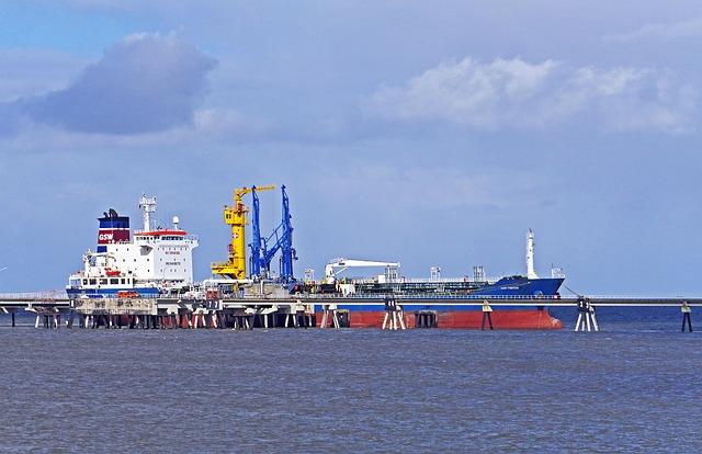 СМИ: нефтепродукты в КНДР скрытно поставляли через Владивосток и Находку