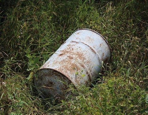 В Приморье с выбрасывающими мусор решили бороться порчей