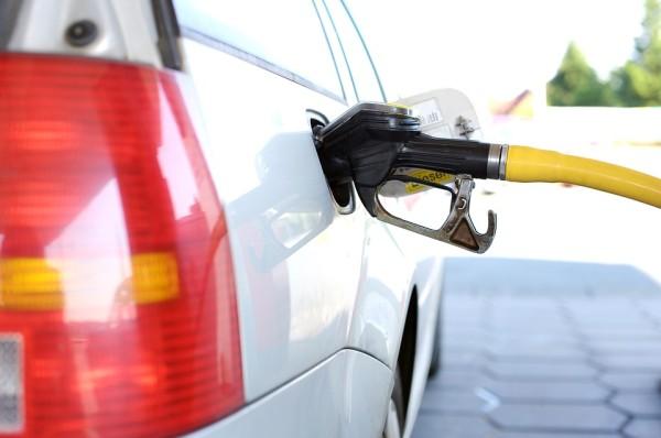 Цена на бензин во Владивостоке поднялась выше 50 рублей
