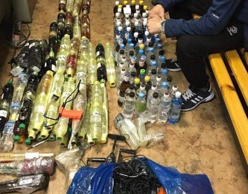 В СИЗО Владивостока попытались перебросить 111 литров алкоголя и десятки телефонов