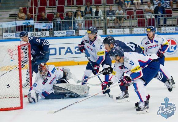 Хоккеисты «Адмирала» начали новый сезон с поражения