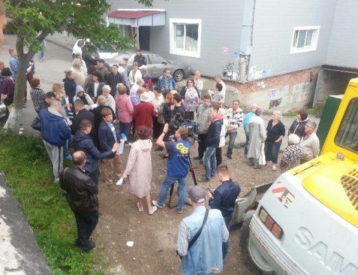 Во Владивостоке жильцы домов на Станюковича призовут прокуроров проверить строительство гаража