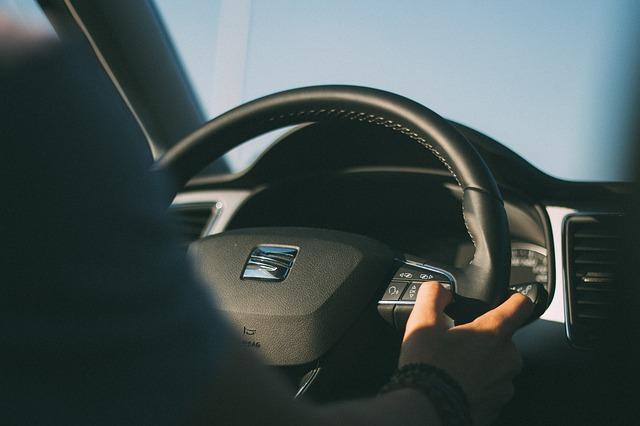 Во Владивостоке лихач за рулём джипа врезался сразу в пять машин в трёх разных местах