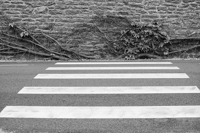 В Приморье водитель внедорожника сбил 13-летнего подростка на пешеходном переходе