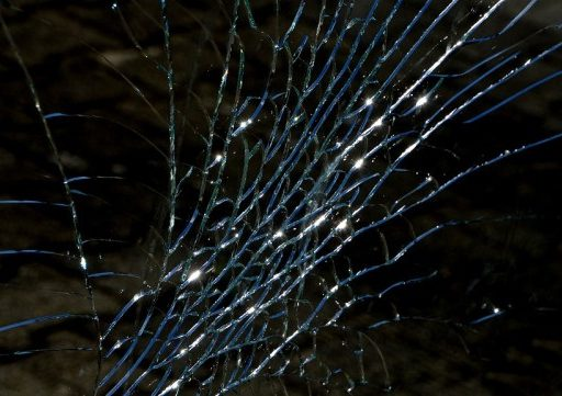 В Приморье легковушка столкнулась с грузовиком, перевозящим взрывоопасный груз. Один водитель погиб