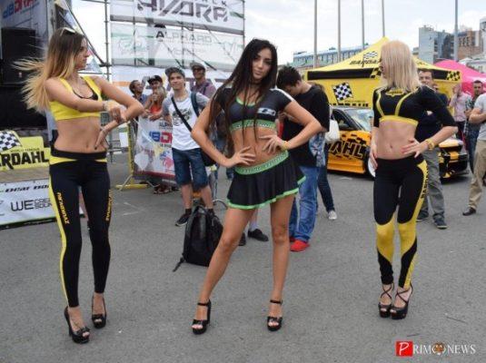 Красивые машины, блистательные девушки: во Владивостоке прошёл фестиваль ZvukDV
