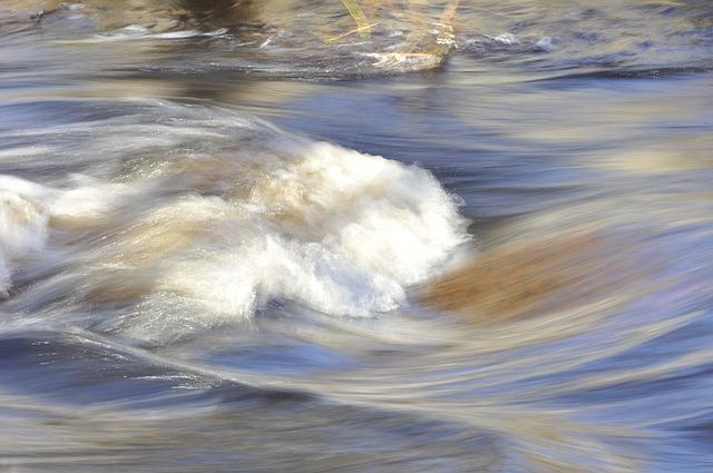 В Уссурийске Сухой ручей стал слишком полноводным