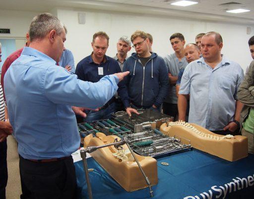 Во Владивостоке нейрохирургов обучили новейшим технологиям проведения операций на позвоночнике