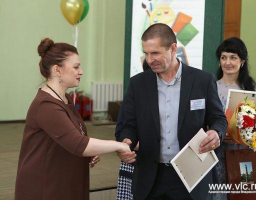 Педагог из Владивостока стал рекордсменом конкурса «Учитель года»