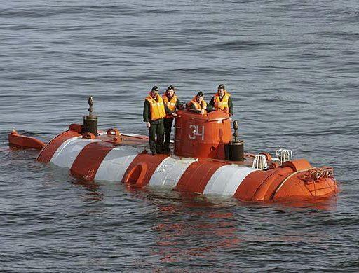 Моряки России и Китая на учениях спасли «аварийную» подлодку