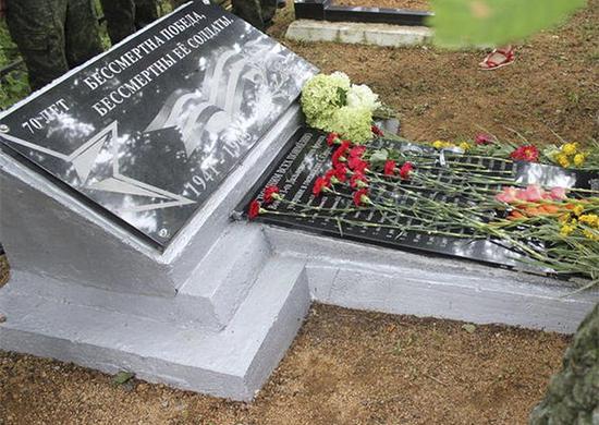 В Приморье открыли мемориальную плиту с фамилиями 42 солдат и офицеров, умерших от ран в госпиталях