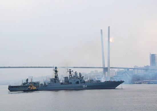 Снайперов и морпехов ТОФ задействовали в ходе задержания условного судна-нарушителя на российско-китайских учениях